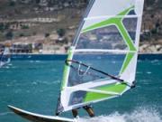 Zjištění směru větru a montáž plachty - windsurfing