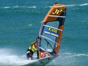Vyjmutí plachty z vody a řízení směru jízdy - windsurfing