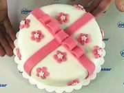 Dort s mašlí - jak vyzdobit dort