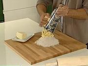 Jak vmísit  tvrdé máslo do mouky