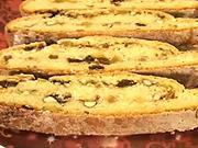 Vánoční štola - recept na ořechovo-mandlovy koláč s rozinkami