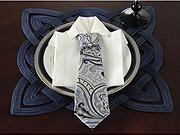 Ubrousek ve tvaru kravaty - Jak poskládat ubrousky do tvaru kravaty - Skládaní ubrousku