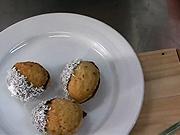 Plněné ořechy - recept na ořechy plněné kakovou plnkou