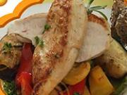 Kuřecí prsa na zelenině - recept  na pečené kuřecí prsa na zelenině.