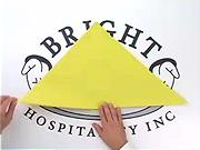 Ubrousek ve tvaru piramidy - Jak poskládat ubrousek do tvaru piramidy