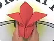 Obrúsok v tvare koruny - jak poskládat ubrousek do tvaru koruny.