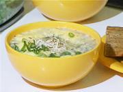 Česneková polévka - recept na česnekovou polévku s cibulkou, sýrem a topinky