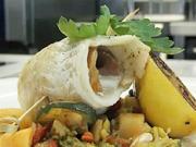Plněné závitky z tresky na grilované zelenině - recept na grilované rybí filety
