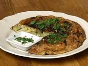 Tortilla Española - recept na bramborovo-cibulový koláč s vajíčkem, česnekem a petrželkou -