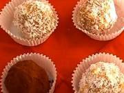 Rumové kuličky - recept na rumové kuličky s vlašskými ořechy, kakaem a meruňkovým džemem