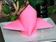 Ubrousek ve tvaru kardinálske čepice - Jak poskládat ubrousek