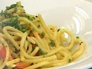 Těstovinový salát s opečenou paprikou - recept na těstovinový salát a la krab s opečenou paprikou