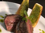 Pštrosí steak s rozmarýnem - recept na pštrosí maso s rozmarýnem a česnekem