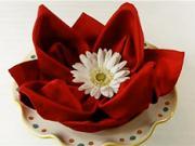 Ubrousek ve tvaru růže - jak poskládat ubrousek do tvaru růže