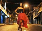 Růžovo - černé večerní šaty - jak udělat atraktívni večerní šaty