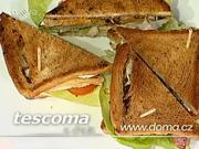 Dvoupatrová sendvič - recept na sendvič s kuřecím masem, vajíčkem a slaninou