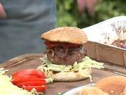 Grilovaný burger - recept na hovězí grilovaný burger