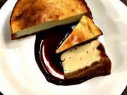 Tvarohový koláč - recept na tvarohový koláč s omáčkou z lesního ovoce