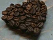 Kávové srdce - dekorace z kávy