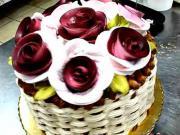 Dort košík s růžemi - jak vyrobit košíkový dort s růžemi