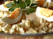 Velikonoční bramborový salát - recept na tradiční bramborový salát s uzeným kolenem a domácí majonézou