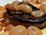 Foie gras flambované na Demenovke s jablky a hrozny