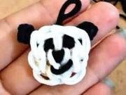 Panda - přívěsek z gumiček