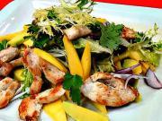 Kuřecí salát - recept na kuřecí salát s mangem a avokádem