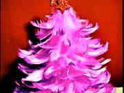 Vánoční stromeček z peříček