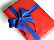 Jak zabalit dárek s ručně vyrobenou mašlí  - balení darku