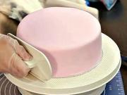Zdobení dortu 1/3 - jak vyzdobit dort