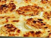 Gratinované brambory - recept na zapékané brambory se smetanovo-sýrovou omáčkou