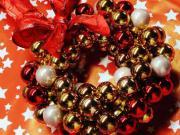 Vánoční věnec na dveře - vánoční věnec z vánočních koulí