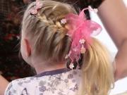 Účes na dlouhé vlasy - zapletený cop na straně - účes pro dívky -vrkoč - ocas