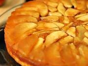 Jablkový dort - recept na obrácený jablečný koláč