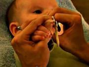 Stříhání nehtů u miminka - jak správně stříhat nehty miminku
