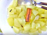 Jablečný kompot - recept na jablečný kompot se skořicí a hřebíčkem