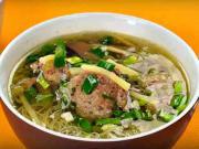 Bambusová polievka - recept na čínsku polievku s masovým knedličkami a bambusovými výhonkami
