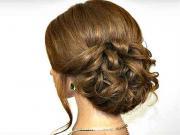 Jednoduchý romantický účes pro středně dlouhé vlasy