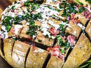 Chléb zapečený se šunkou a sýrem - recept