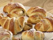 Ořechové rohlíčky - recept na plněné ořechové rohlíky