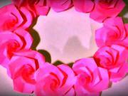 Věnec z papírových růží - Papírový věnec z růží