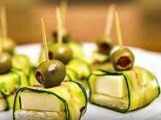 Sýrové jednohubky s cuketou a olivami - recept