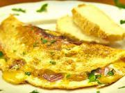 Vaječná omeleta - recept na omeletu se šunkou a sýrem