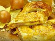 Slaný koláč se šunkou a sýrem - recept na rychlý slaný závin plněný šunkou a sýrem