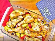 Pečené kuřecí paličky na bramborách a zelenině - recept