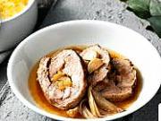 Pečená vepřová krkovice plněná cibulovou marmeládou - recept