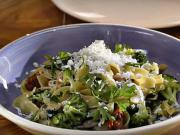 Těstoviny s kuřecím masem, brokolicí a sušenými rajčaty - recept