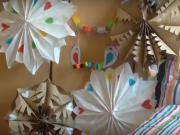 Papírové ozdoby na zahradní párty