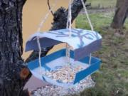 Krmítko pro ptáčky z plastové láhve
